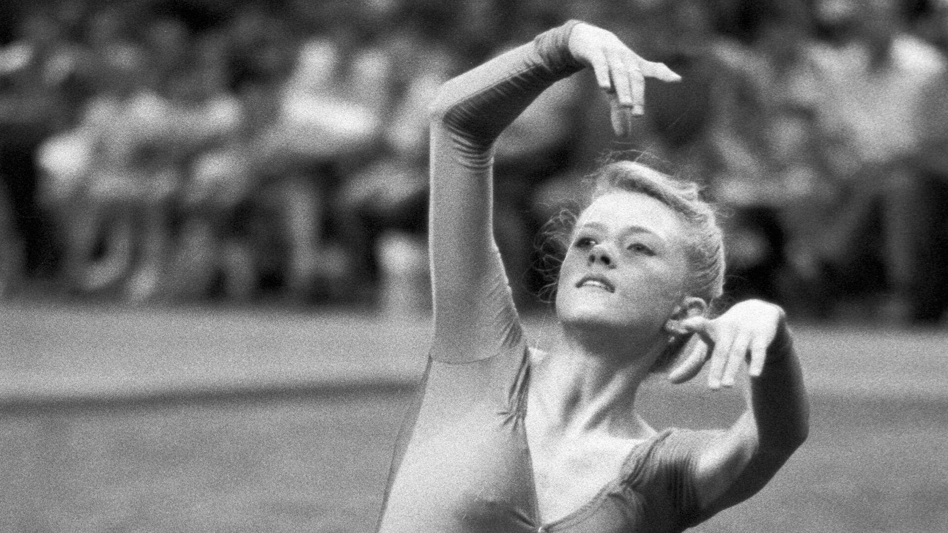 Гимнастка Оксана Костина выполняет упражнение. - РИА Новости, 1920, 20.09.2020