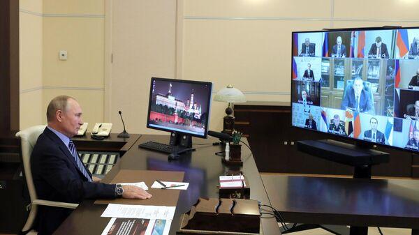 Президент РФ Владимир Путин проводит в режиме видеоконференции заседание Военно-промышленной комиссии РФ