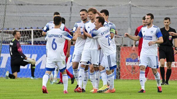 Футболисты Волгаря в матче ФНЛ