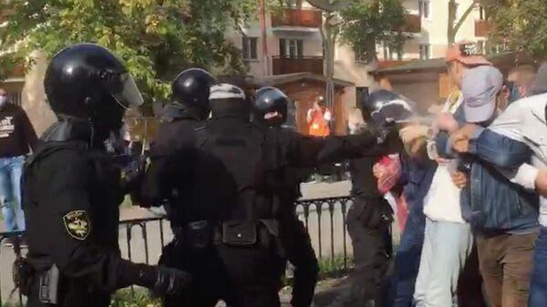 Милиция распылила слезоточивый газ на протестах в Бресте