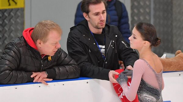 Анна Щербакова и ее тренеры Сергей Дудаков и Даниил Глейхенгауз