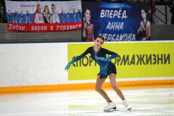 Анна Щербакова выступает с короткой программой