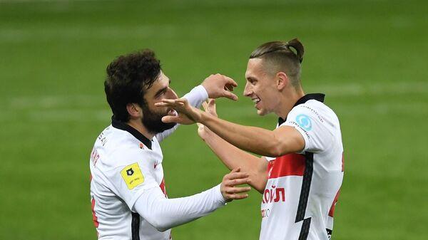 Игроки ФК Спартак Георгий Джикия (слева) и Илья Кутепов