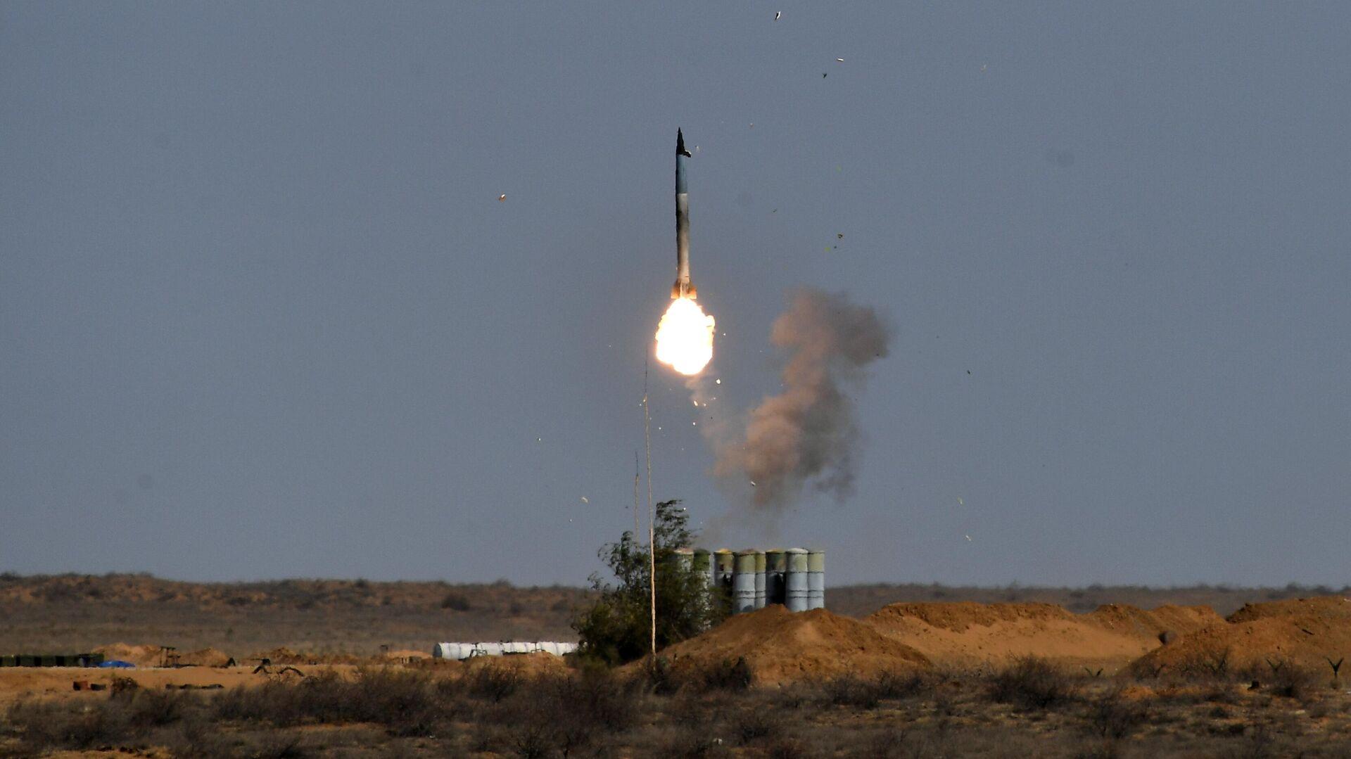 Пусковая установка зенитно-ракетного комплекса С-400 Триумф во время командно-штабных учений Кавказ-2020  - РИА Новости, 1920, 21.10.2020