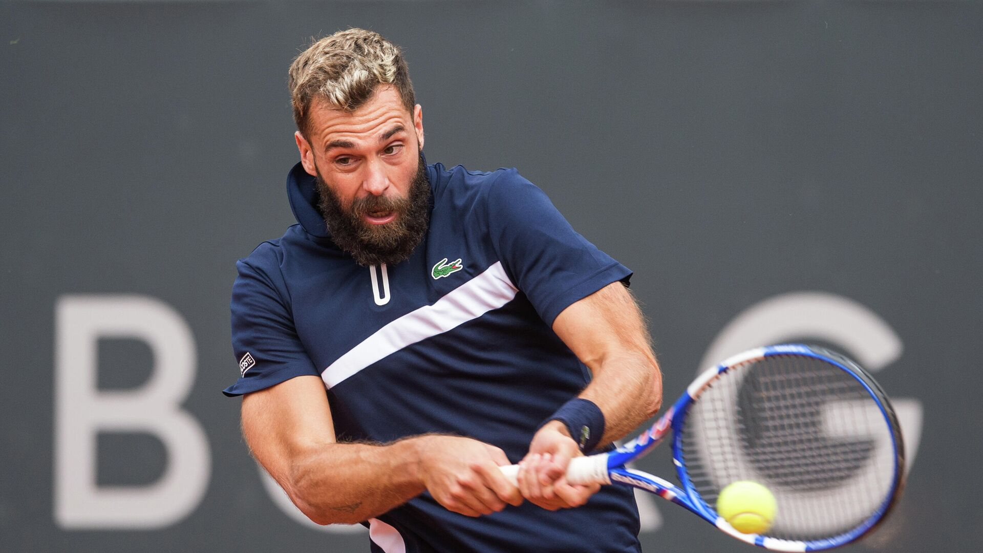Benoit Paire of France returns the ball to Casper Ruud of Norway during their first round match of the ATP-Tour German Open tennis tournament at the stadium Am Rothenbaum in Hamburg, northern Germany, on September 23, 2020. - Paire gave up in the second set. (Photo by Daniel Bockwoldt / dpa / AFP) / Germany OUT - РИА Новости, 1920, 23.09.2020