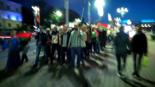 Сторонники Лукашенко и оппозиционеры встретились на одной улице в Минске