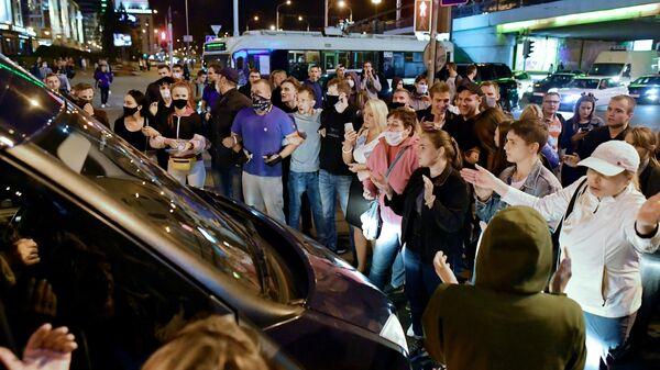 Участники несанкционированной акции протеста оппозиции в Минске