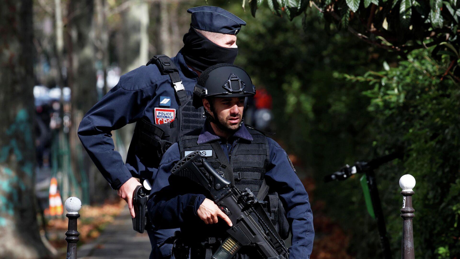 Полицейские на месте нападения у бывшего офиса французского сатирического журнала Charlie Hebdo в Париже - РИА Новости, 1920, 26.09.2020