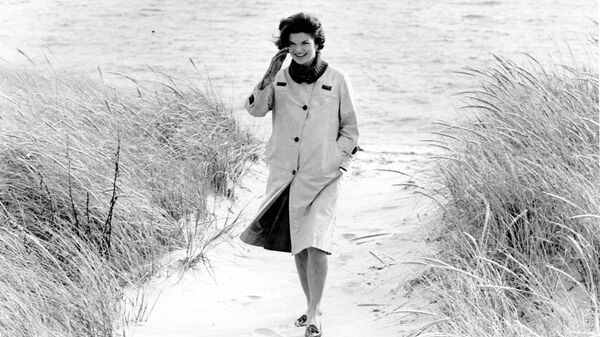 1577772847 0:211:3000:1899 600x0 80 0 0 17147e2fac87f54d5fb0848f890e2b31 - Юбка Монро, черное платье Хепберн. Кто вдохновлял знаменитых модельеров