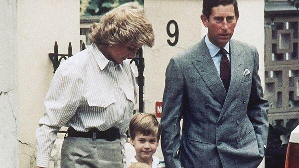 Принц Чарльз и принцесса Диана с сыновьями в Ноттинг-Хилле