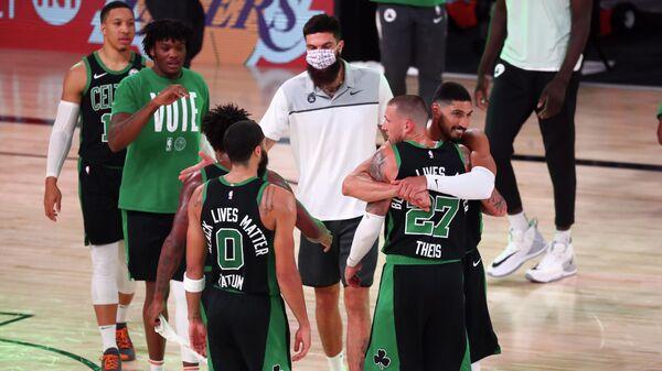 Баскетболисты Бостон Селтикс в матче плей-офф НБА