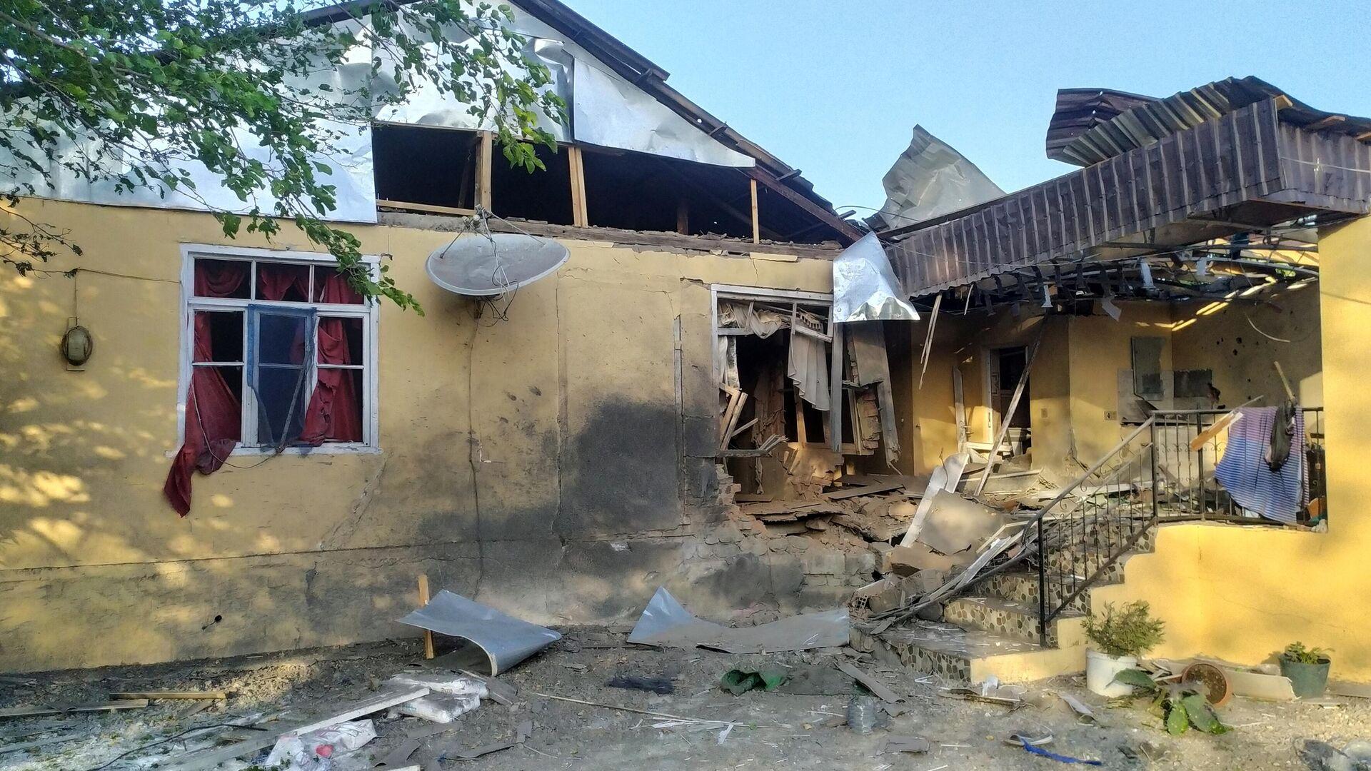 Разрушенный в результате обстрела жилой дом в Тертерском районе Азербайджана - РИА Новости, 1920, 27.09.2020