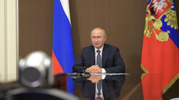 Президент РФ Владимир Путин во время встречи в режиме видеоконференции с президентом Молдавии Игорем Додоном
