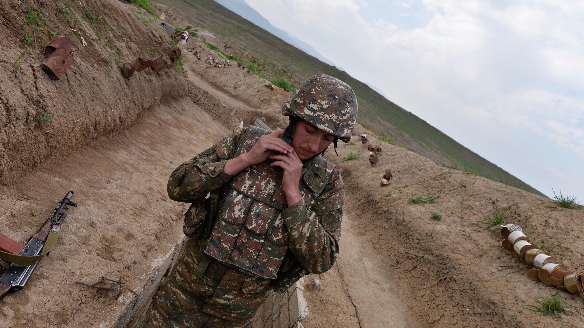 Военнослужащий в зоне карабахского конфликта - РИА Новости, 1920, 01.10.2020