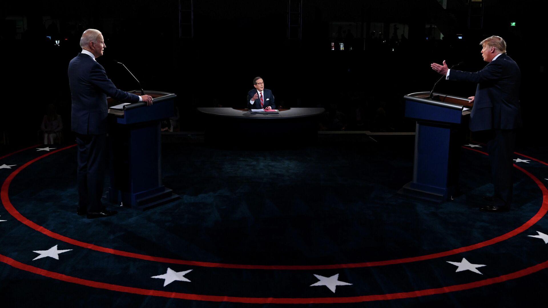 Президент Дональд Трамп США и Джо Байден во время дебатов в Кливленде, штат Огайо - РИА Новости, 1920, 19.10.2020