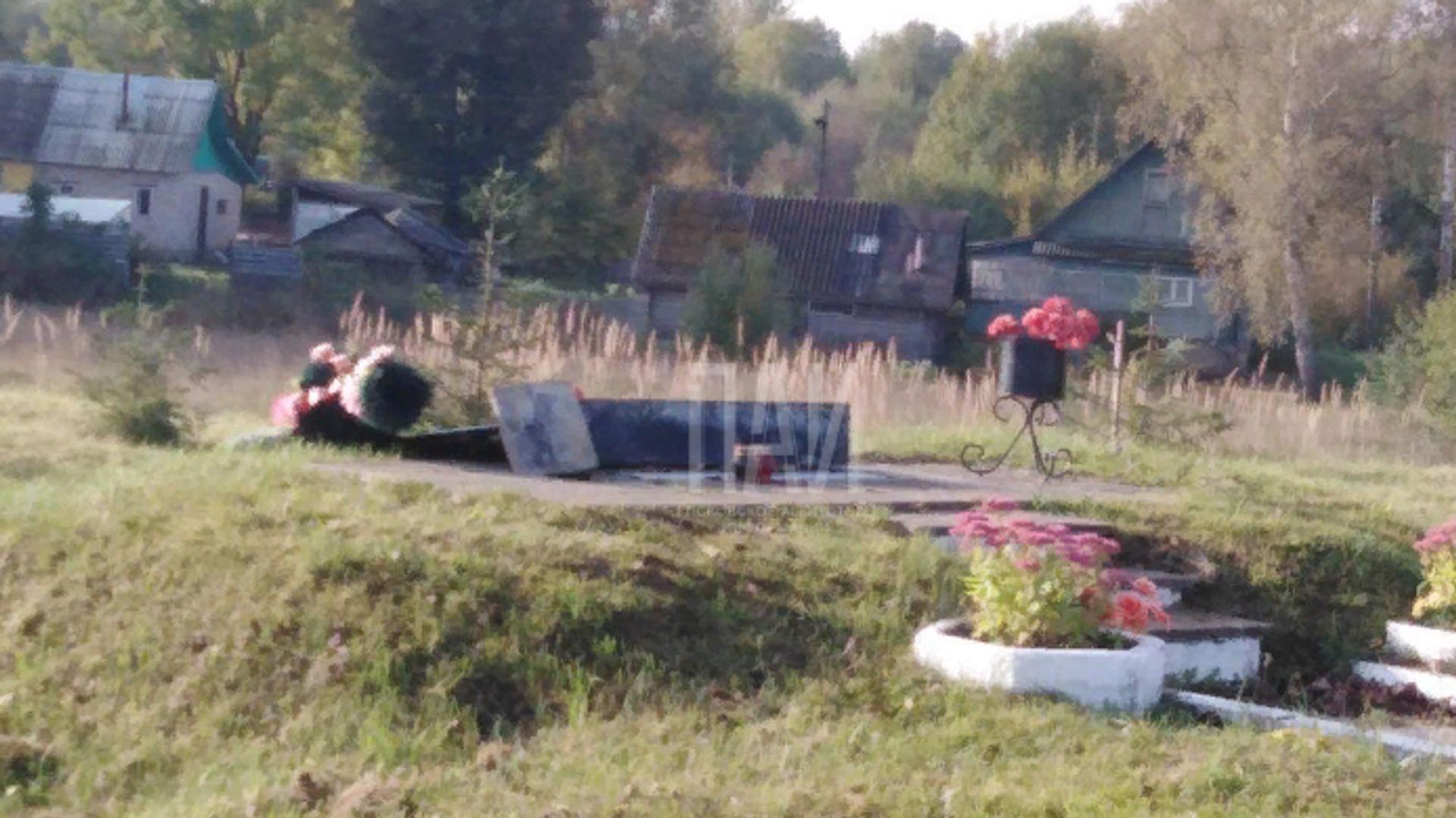 Неизвестные вскрыли колумбарий на Ваганьковском кладбище в Москве