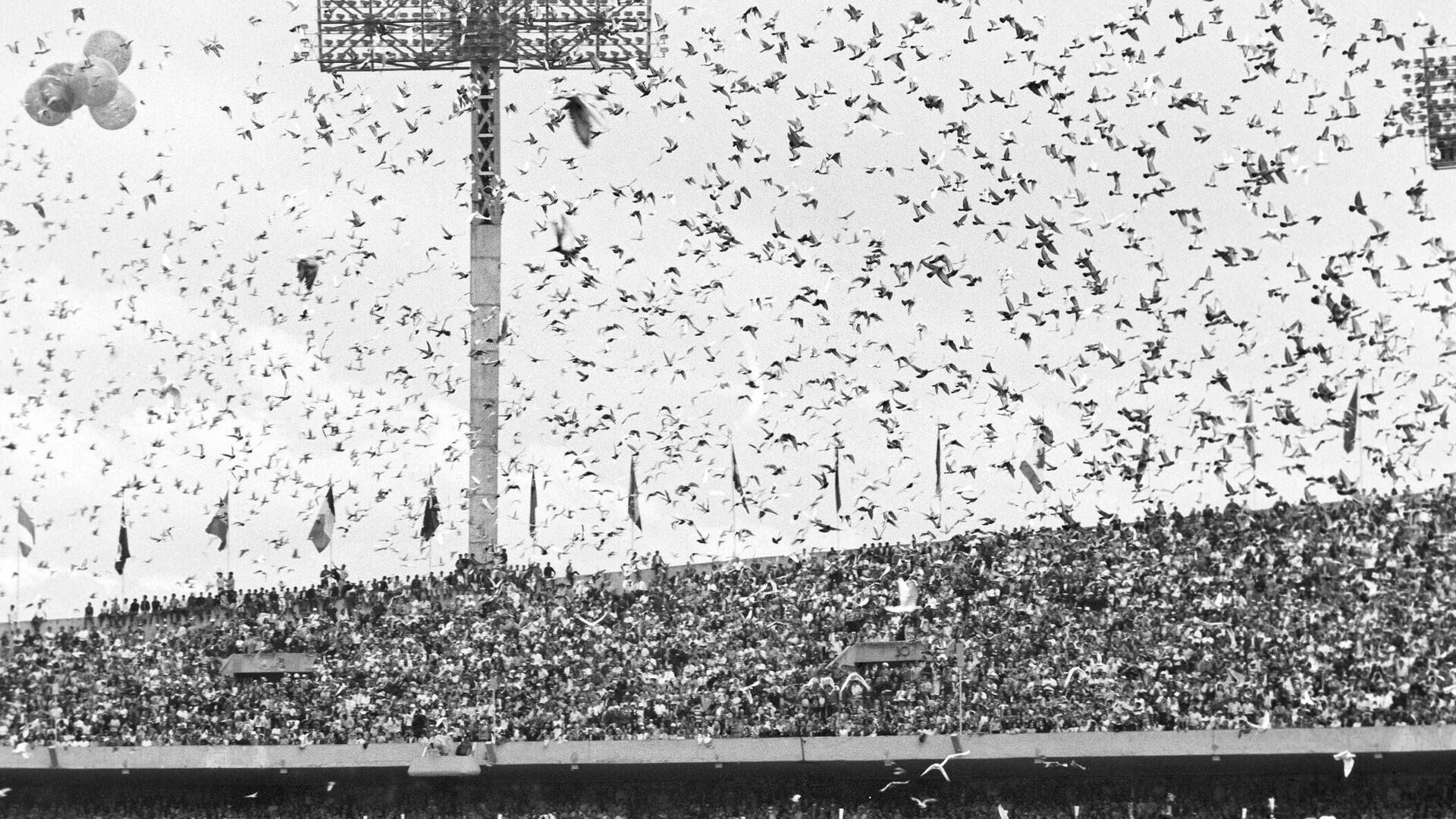 На олимпийском стадионе в день открытия XIX Олимпиады в Мехико - РИА Новости, 1920, 02.10.2020