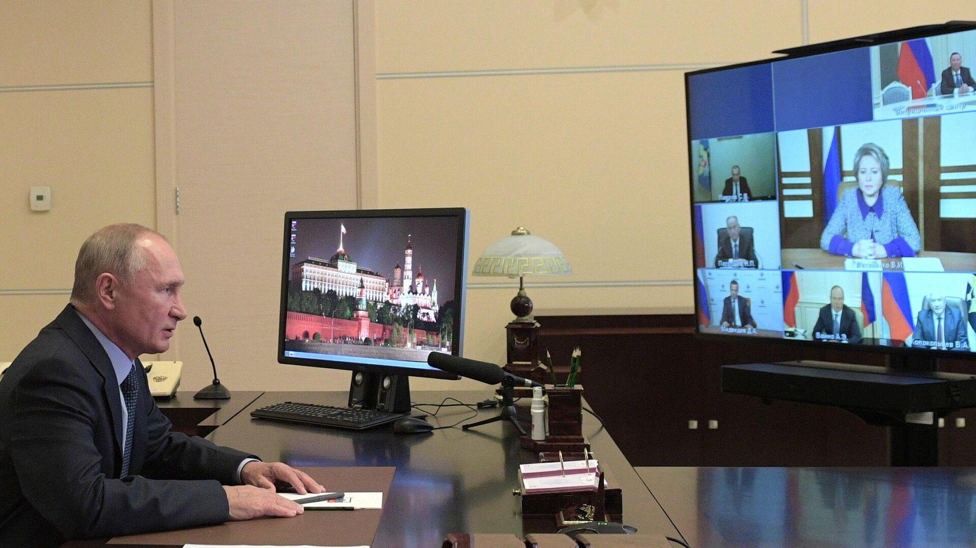 Президент РФ Владимир Путин проводит оперативное совещание с постоянными членами Совета безопасности РФ - РИА Новости, 1920, 06.11.2020