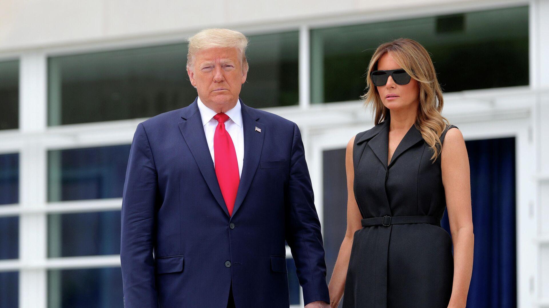 Президент США Дональд Трамп и его жена Меланья - РИА Новости, 1920, 02.10.2020