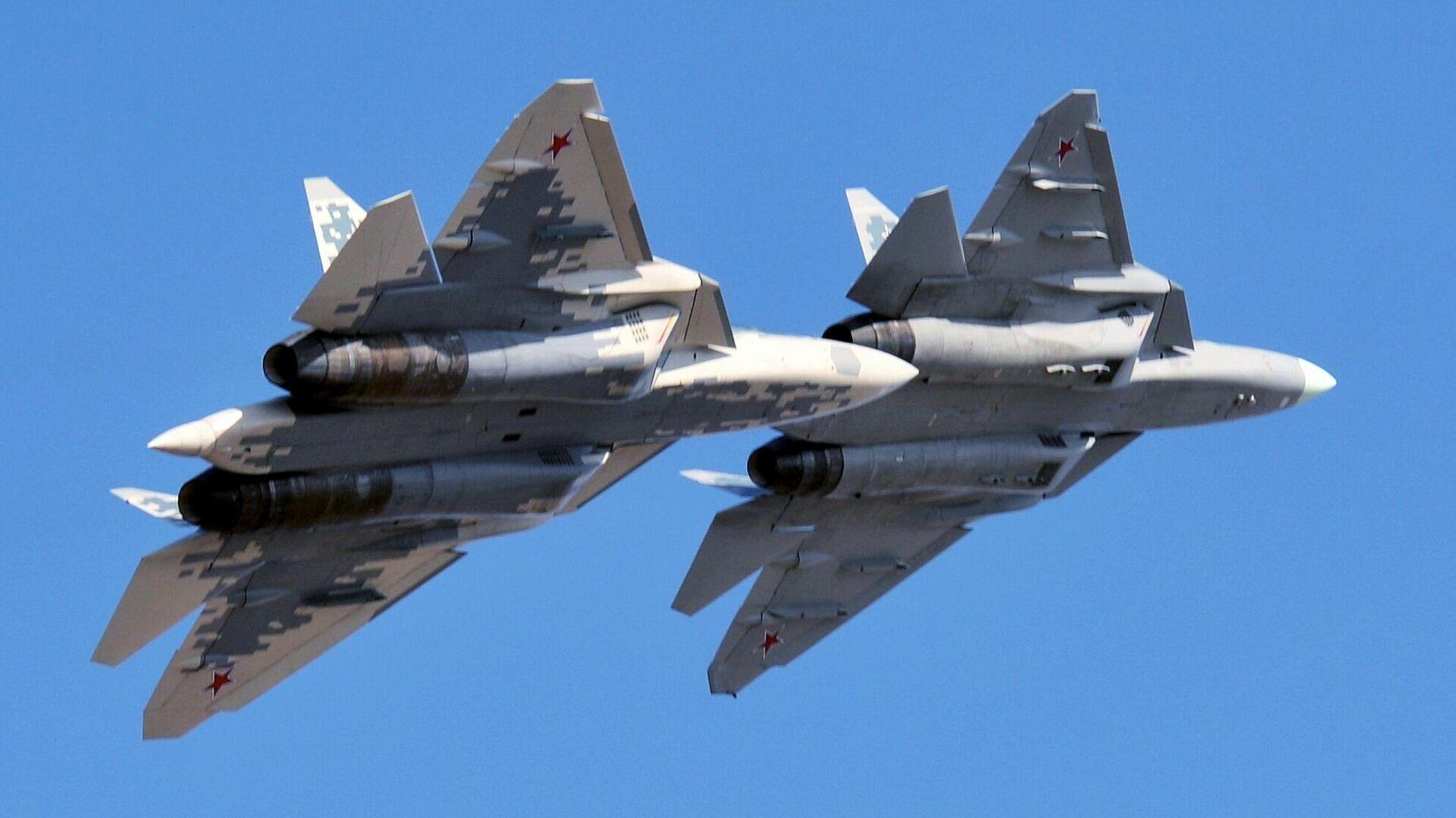 Многофункциональные истребители пятого поколения Су-57 - РИА Новости, 1920, 21.01.2021