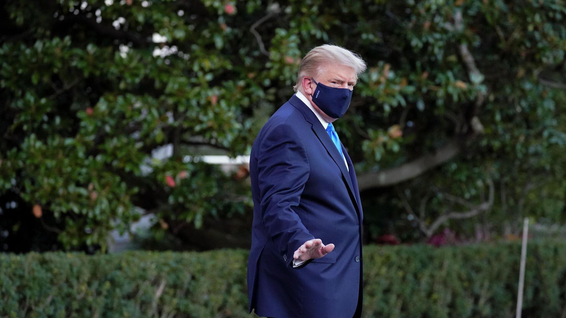 Дональд Трамп направляется в военный госпиталь - РИА Новости, 1920, 03.10.2020