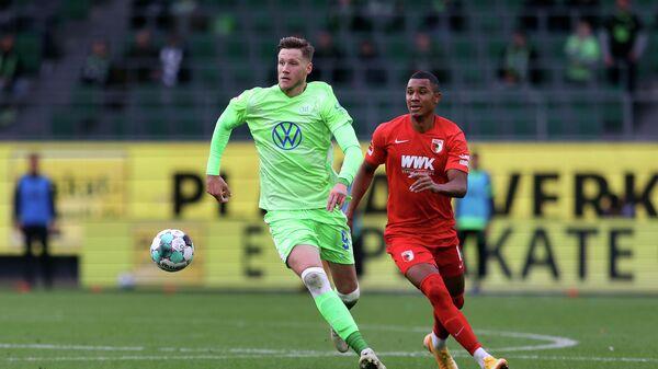 Игровой момент матча Вольфсбург - Аугсбург