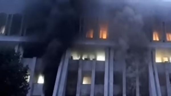 Пожар в Белом доме в Бишкеке