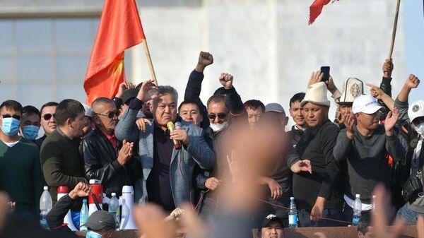 Политик Бектур Асанов во время акции протеста в Бишкеке