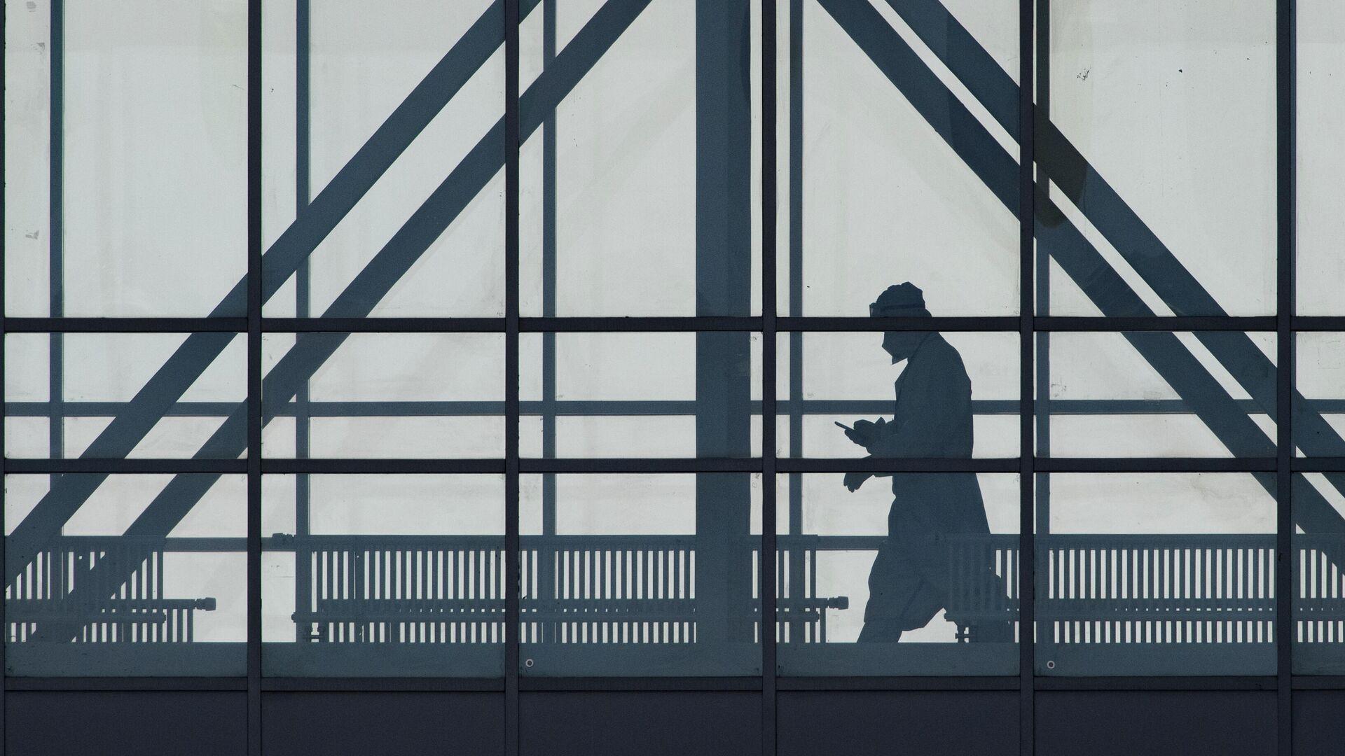 Медицинский работник в здании карантинного центра в Коммунарке - РИА Новости, 1920, 06.10.2020