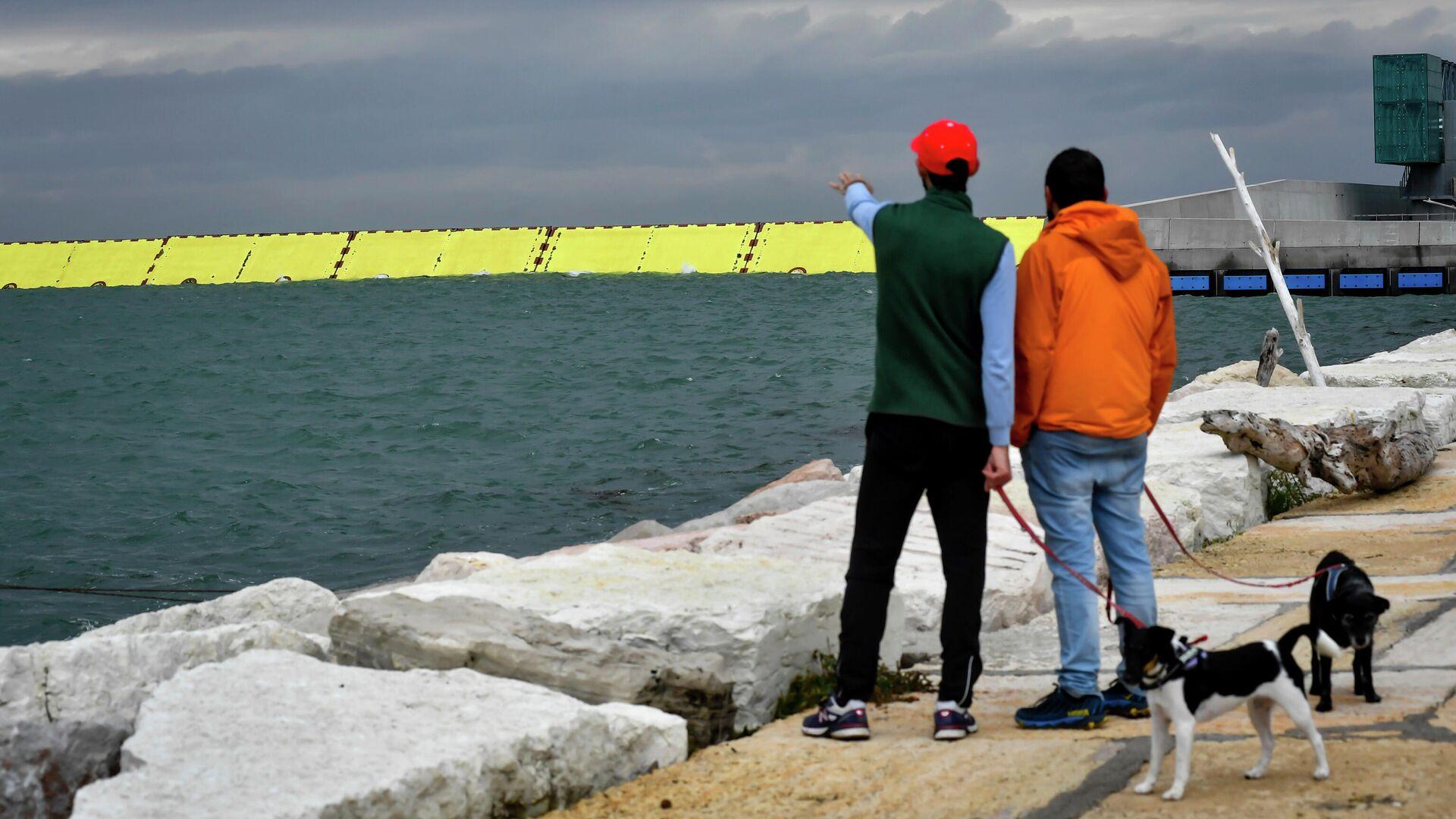 Желтые барьеры, возведенные для защиты от паводка в Венеции, северная Италия - РИА Новости, 1920, 07.10.2020