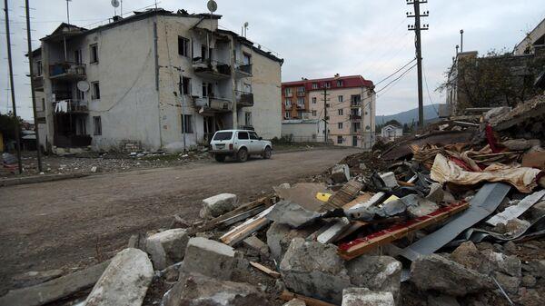 Дома в Степанакерте, поврежденные в результате обстрелов