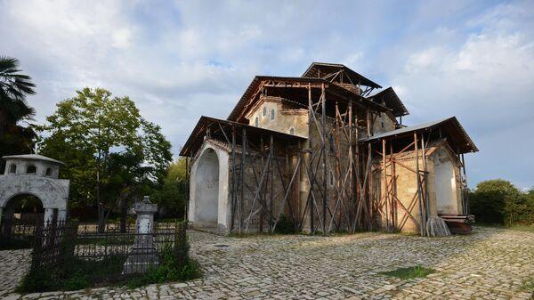 Храм Успения Пресвятой Богородицы в селе Лыхны в Абхазии
