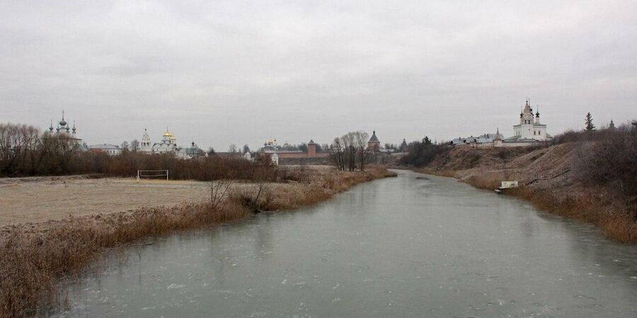 Вид на Суздаль с реки Каменка