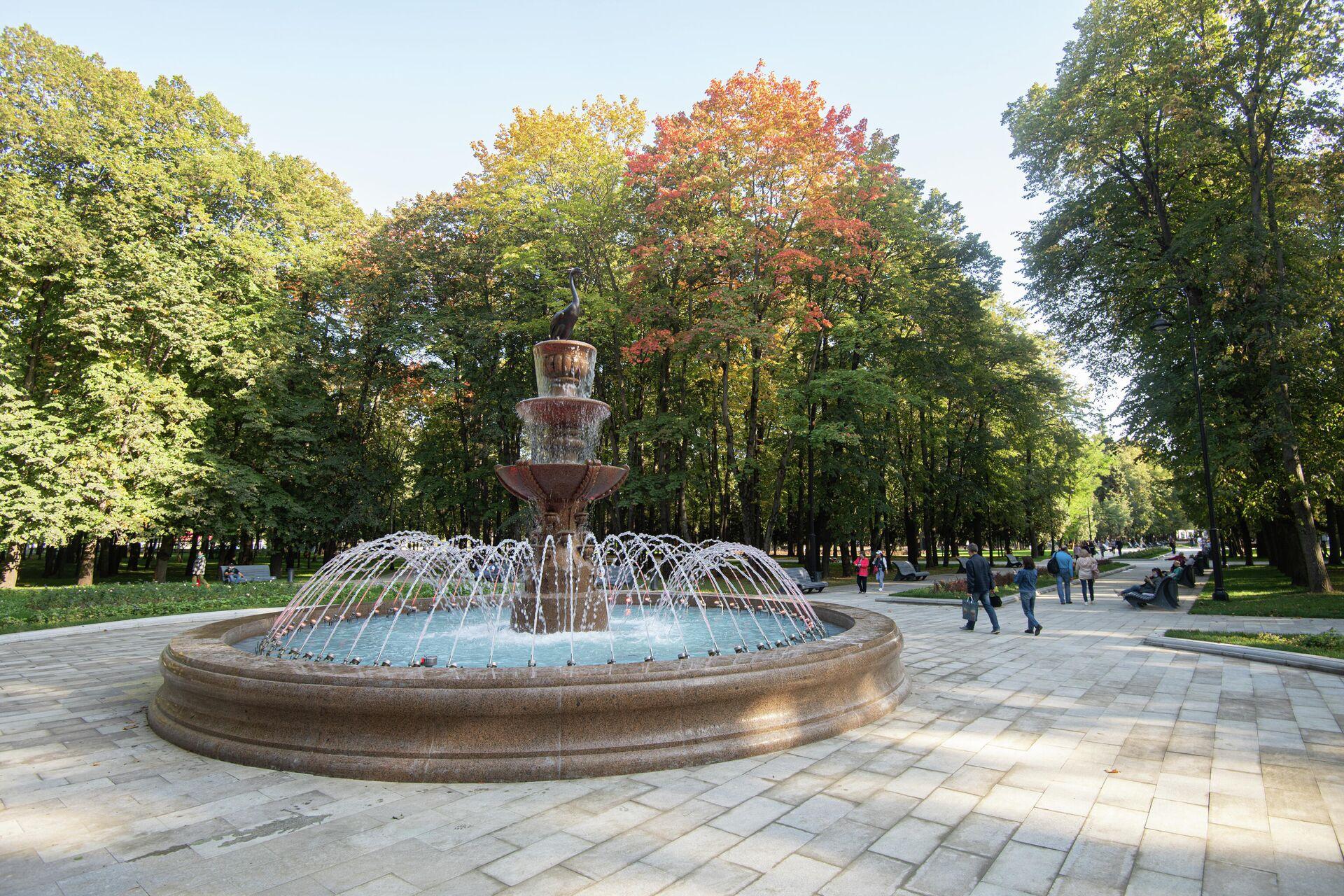 Восстановленный исторический фонтан в парке Северного речного вокзала - РИА Новости, 1920, 14.10.2020