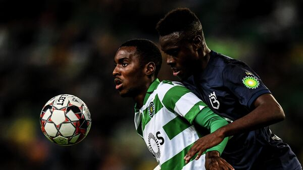 Sporting's Portuguese forward Rafael Camacho (L) challenges  Belenenses' Portuguese defender Nilton Varela (R) during the Portuguese League football match between SL Sporting CP vs Belenenses SAD at Alvalade stadium in Lisbon on November 10, 2019. (Photo by PATRICIA DE MELO MOREIRA / AFP)
