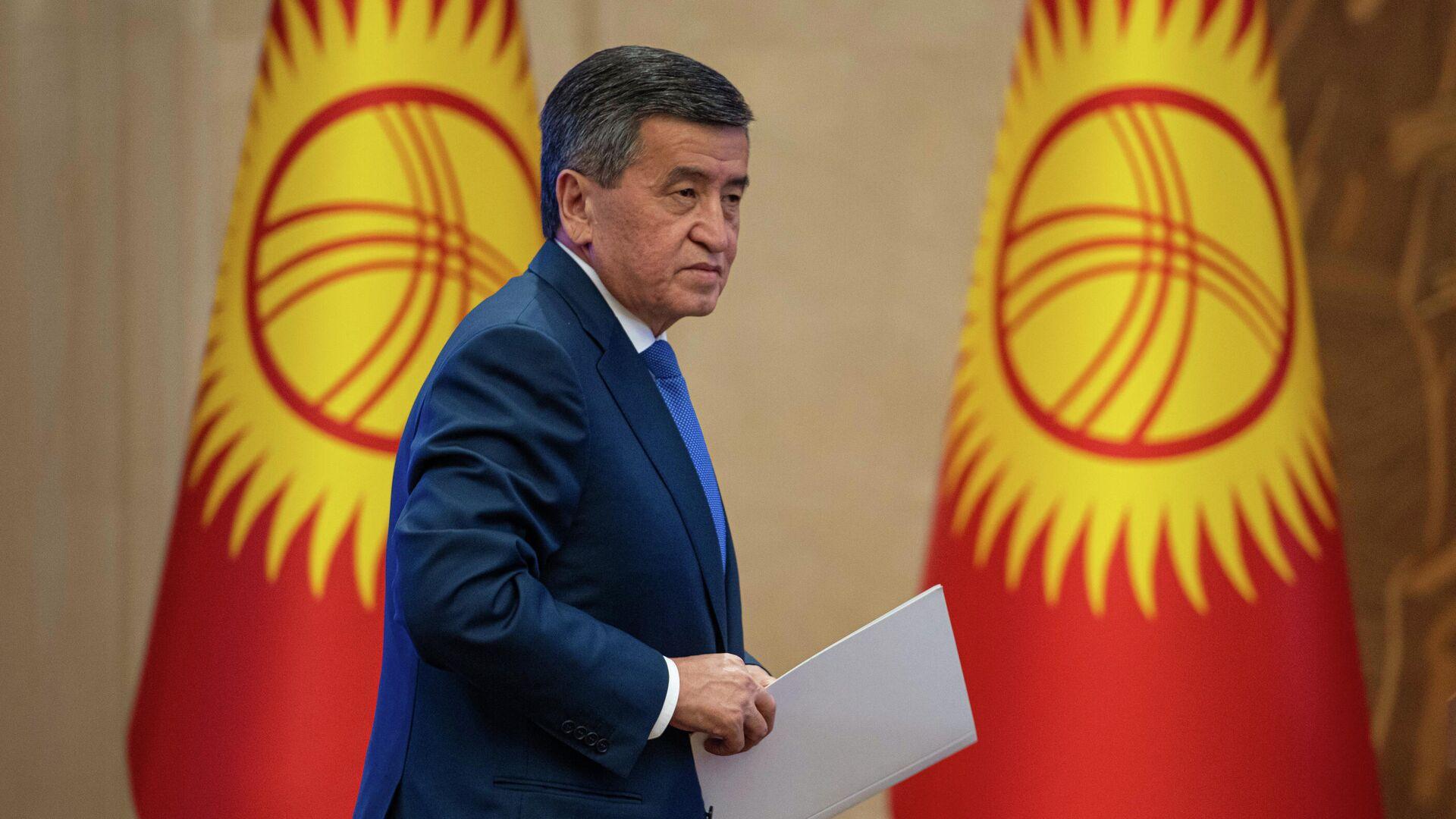 Сооронбай Жээнбеков на внеочередном заседании парламента Киргизии - РИА Новости, 1920, 16.10.2020