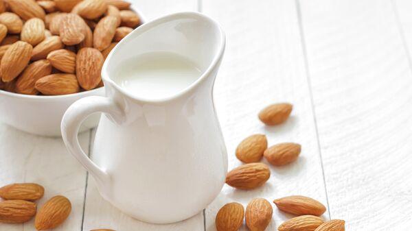 Молоко и орехи
