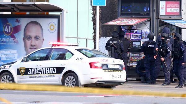 Полиция на месте захвата заложников в отделении банка в грузинском Зугдиди