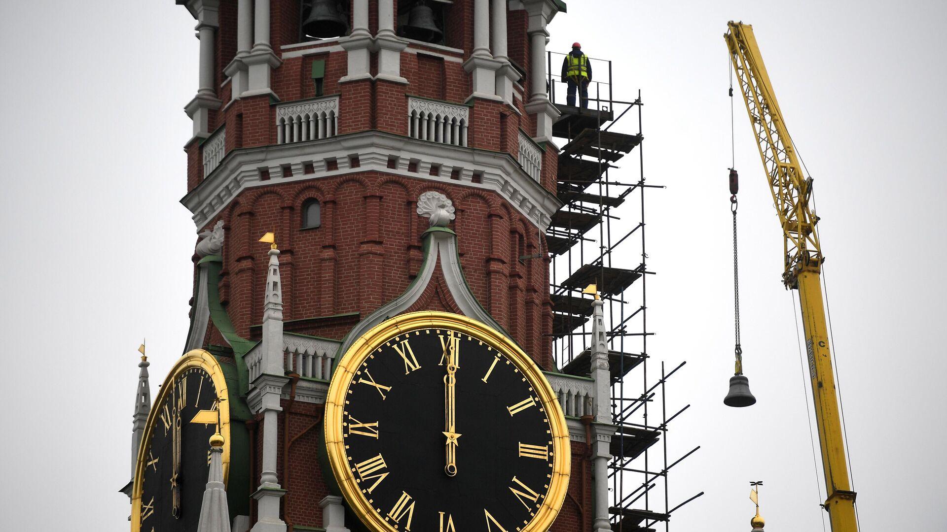 Подъем колокола для установки в звонницу Спасской башни Кремля - РИА Новости, 1920, 03.11.2020