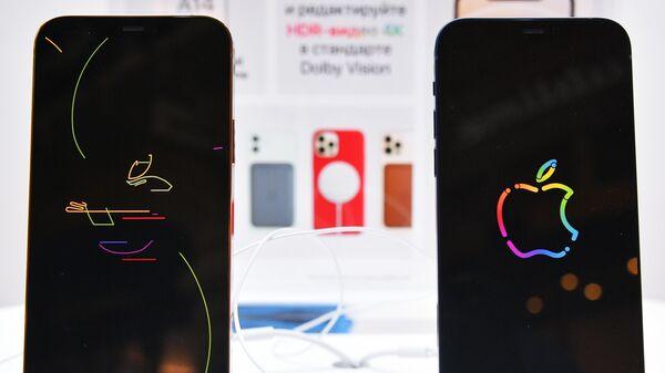 Заставки на экранах новых смартфонов компании Apple в магазине re:Store
