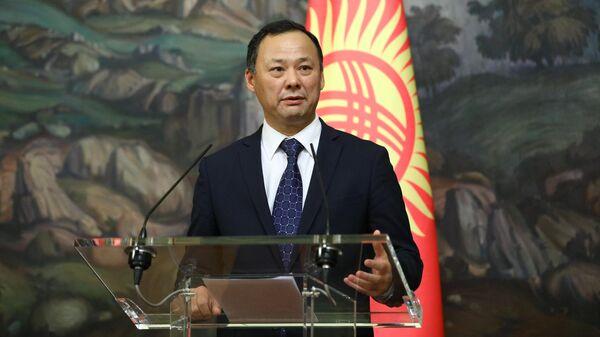 Министр иностранных дел Киргизии Руслан Казакбаев во время пресс-конференции в Москве