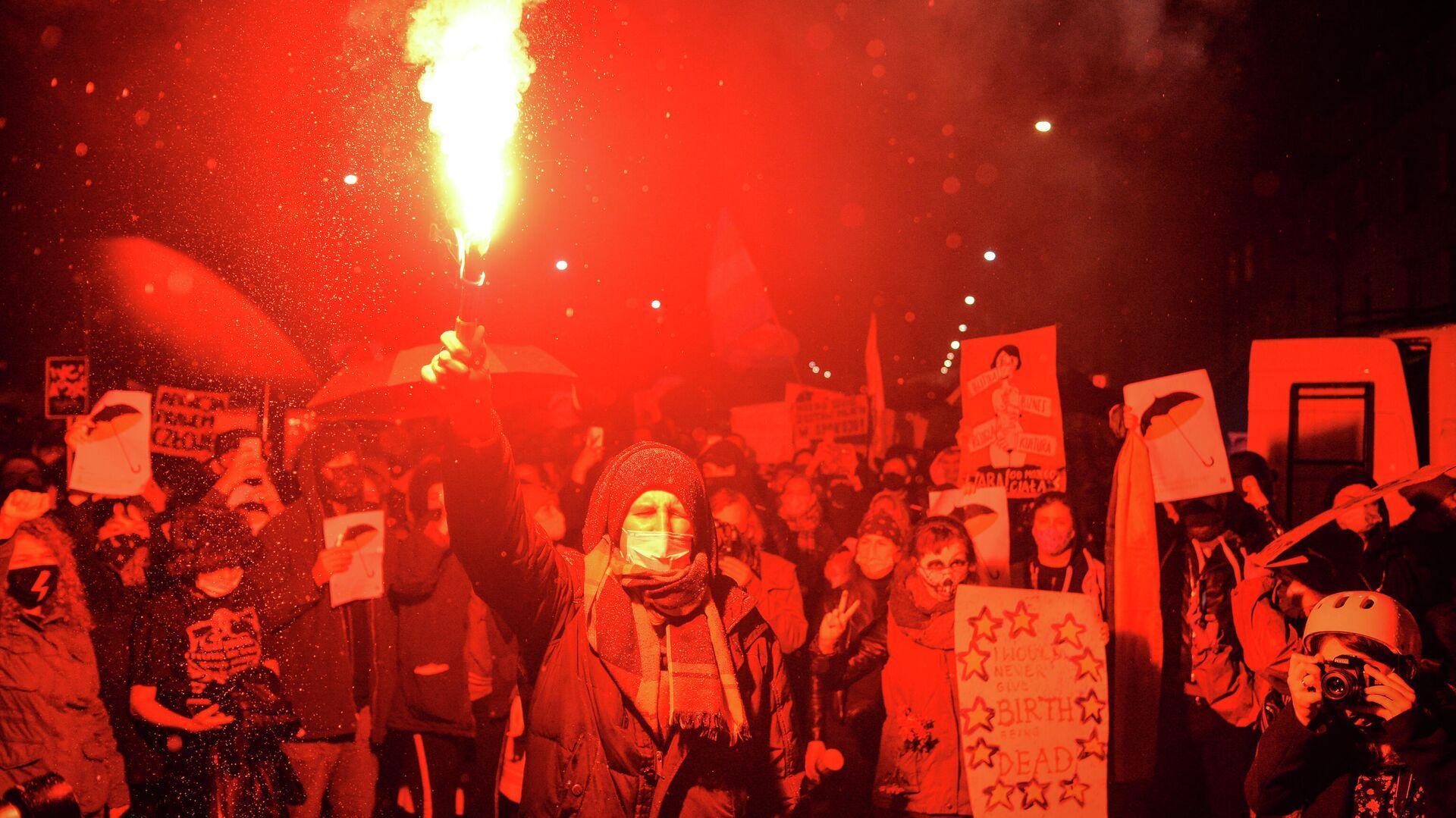 Участники акции протеста, получившей название черная суббота, против ужесточения законодательства об абортах в Польше - РИА Новости, 1920, 27.10.2020