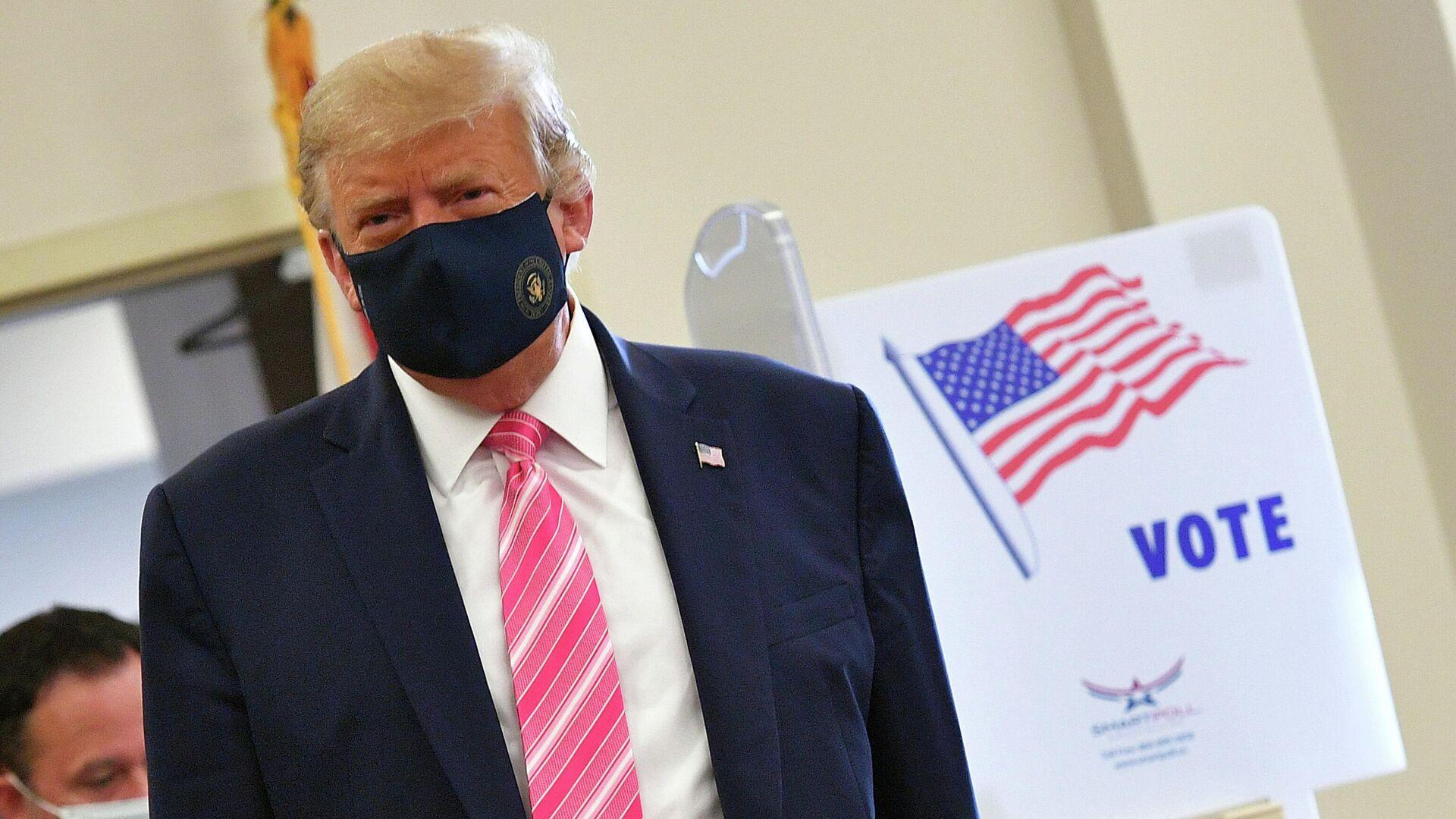 Трамп досрочно проголосовал на выборах президента США за самого себя