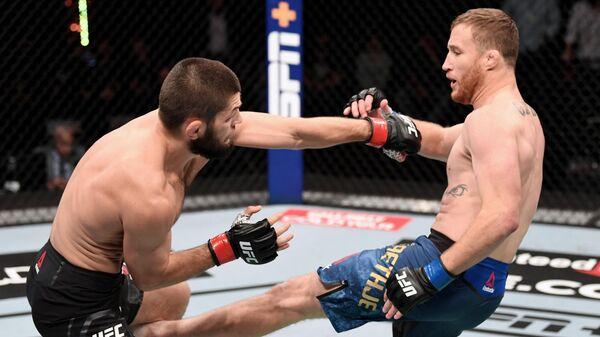Хабиб Нурмагомедов защитил титул чемпиона UFC в легком весе