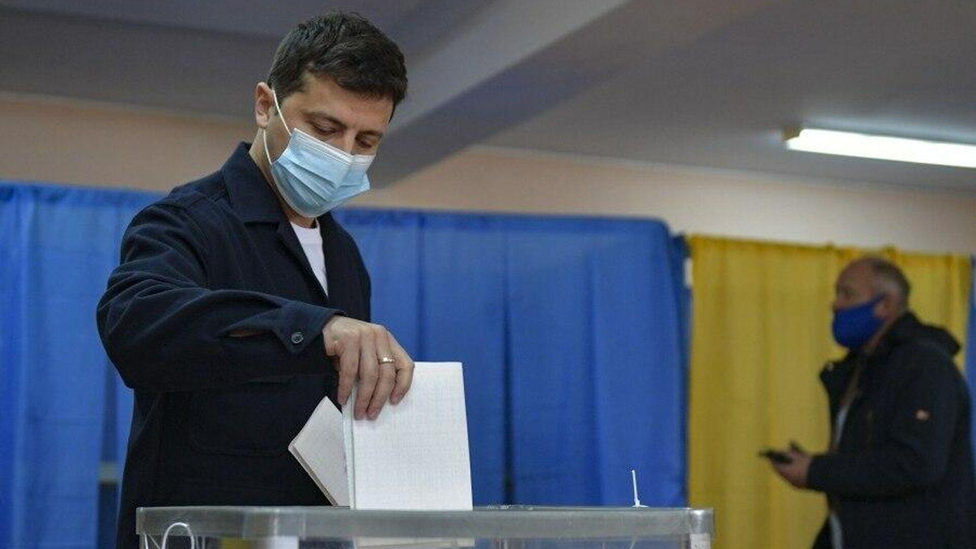 Президент Украины Владимир Зеленский проголосовал в Киеве на местных выборах,  - РИА Новости, 1920, 02.12.2020