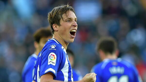 Alaves' Spanish midfielder Tomas Pina celebrates after scoring his team's second goal during the Spanish League football match between Deportivo Alaves and Valencia CF at the Mendizorroza stadium in Vitoria on January 5, 2019. (Photo by ANDER GILLENEA / AFP)