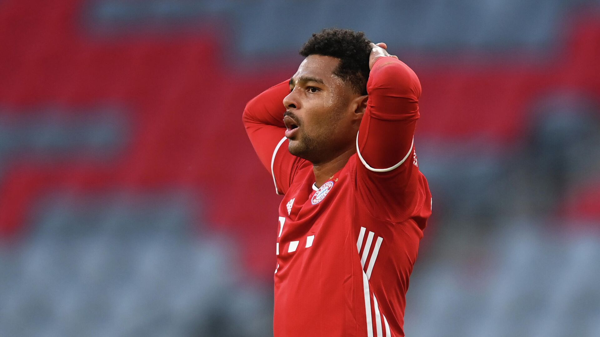 (FILES) In this file photo taken on October 4, 2020 Bayern Munich's German midfielder Serge Gnabry reacts during the German first division Bundesliga football match FC Bayern Munich vs Hertha Berlin in Munich, southern Germany. - Bayern Munich's German midfielder Serge Gnabry has tested positiv for Covid-19 the club reported on October 20, 2020. (Photo by CHRISTOF STACHE / AFP) / DFL REGULATIONS PROHIBIT ANY USE OF PHOTOGRAPHS AS IMAGE SEQUENCES AND/OR QUASI-VIDEO - РИА Новости, 1920, 25.10.2020