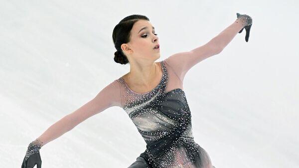 Анна Щербакова выступает с произвольной программой в женском одиночном катании на III этапе Кубка России - Ростелеком 2020-2021 гг. по фигурному катанию в Сочи.