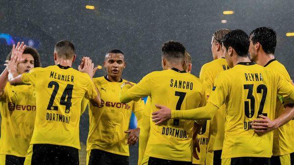 Футболисты дортмундской Боруссии празднуют гол в ворота Зенита
