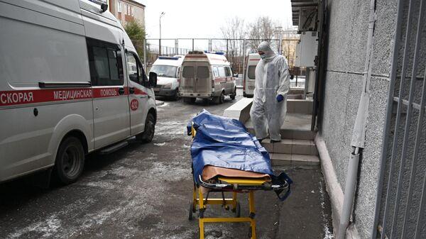 Сотрудник скорой помощи